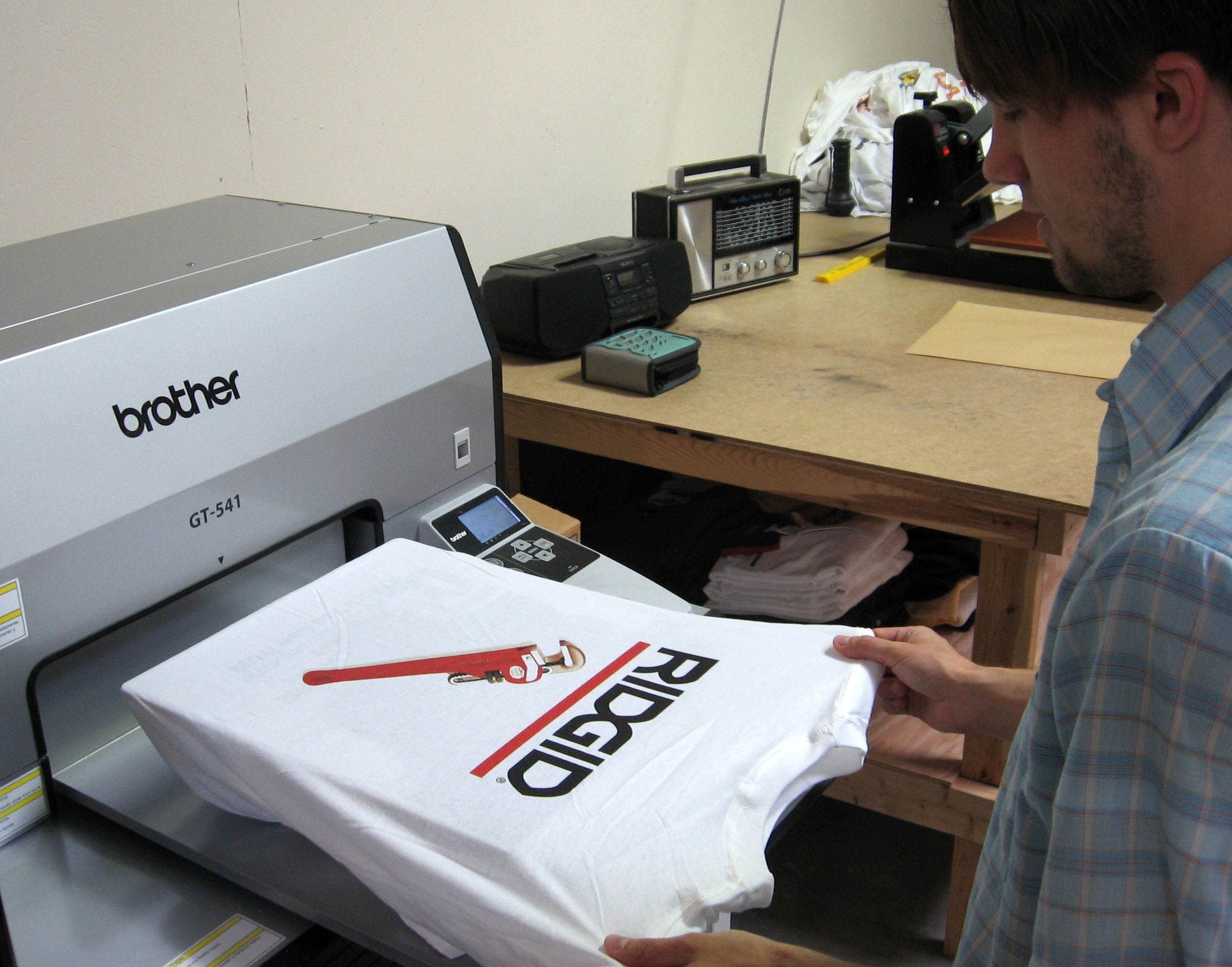 5 small business ideas for small towns start one today for Photo printing on t shirts